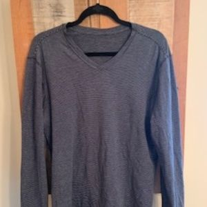 5 Year Basic T - V Neck Lulu Lemon Tee Shirt